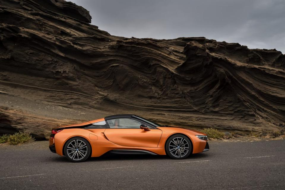 BMW Debuts Its I PlugIn Hybrid Sports Car As A Roadster At The LA - La auto show car debuts